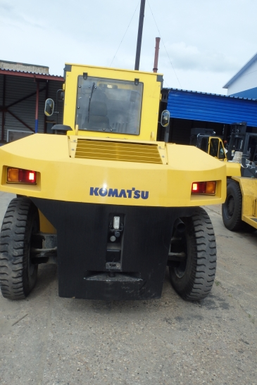 Вилочный погрузчик Komatsu FD135